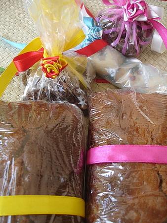 fruit-cake-gift-wrapped