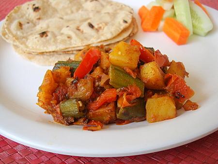 aloo-bhindi-rotis