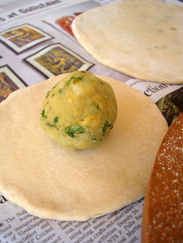 Aloo paratha stuffed indian flatbread aloo parantha recipe forumfinder Image collections