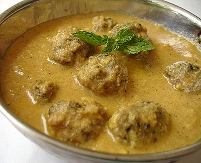 http://www.sailusfood.com/wp-content/uploads/kaccha_kofta_curry.JPG