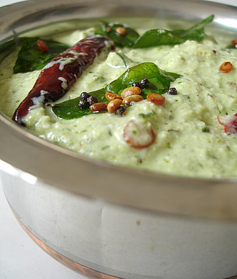 Kothimira perugu pachadi - Coriander curd chutney